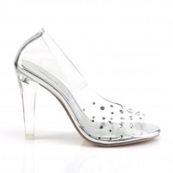 Прозрачные туфли с широким каблуком украшены крупными стразами