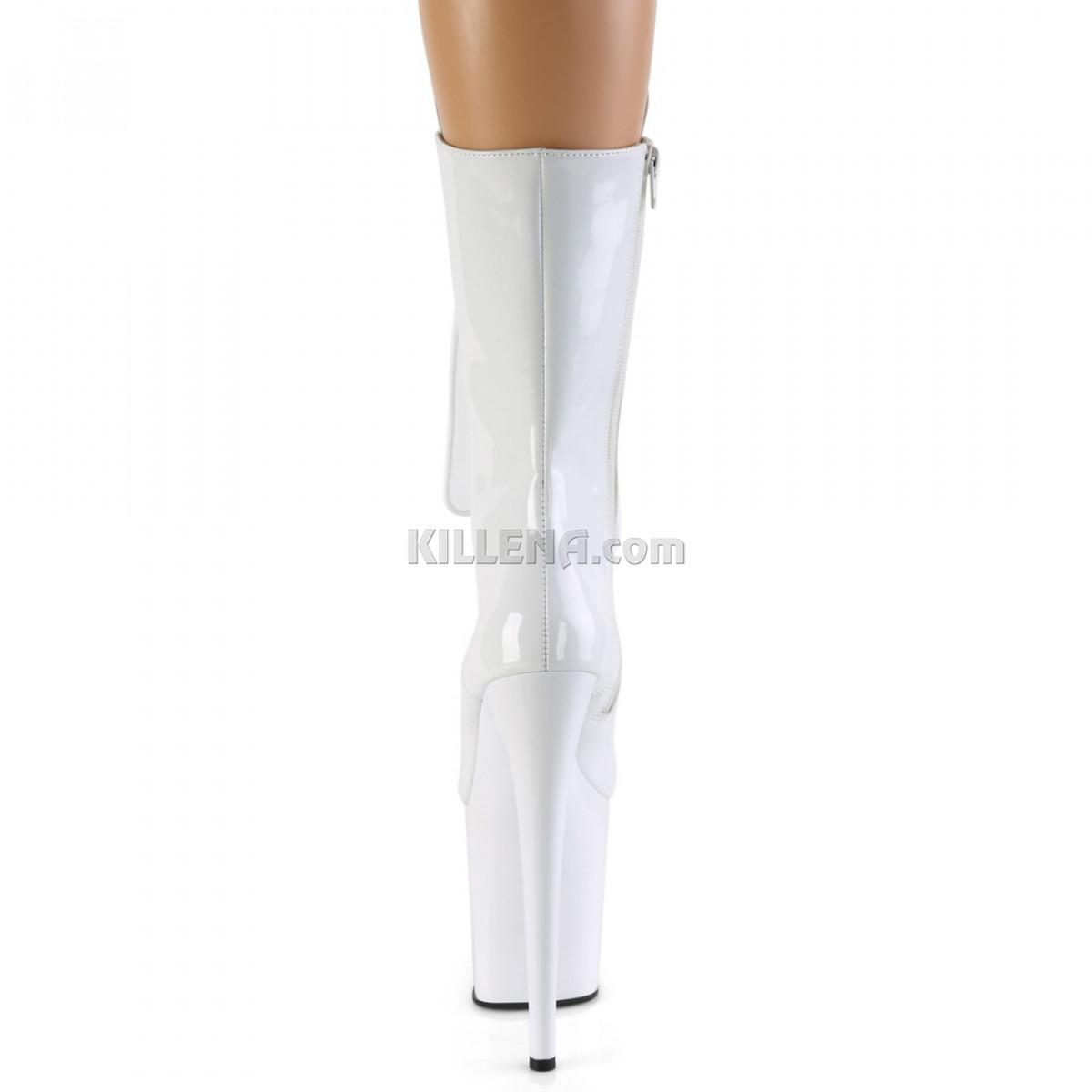 Высокие лакированные белые ботинки тройки