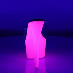 Неоновые шлепанцы, платформа покрыта розовым глиттером