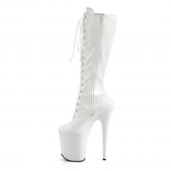 Белые матовые сапоги с передней шнуровкой